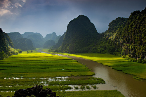 raspberrytart:  _DSC2569-TAM CỐC_Việt Nam by tu_geo on Flickr.