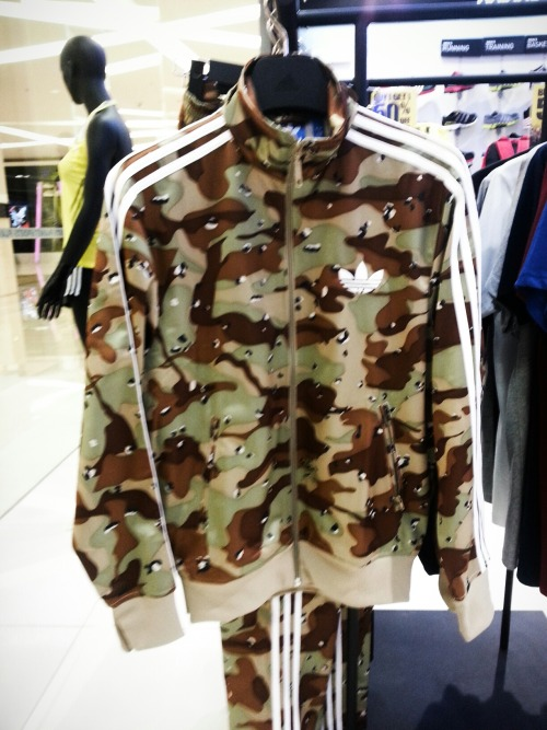 ♥♥♥ This Army Sporty Jacket from Adidas! Ada yg baik hati mau membelikan? :D – View on Path.