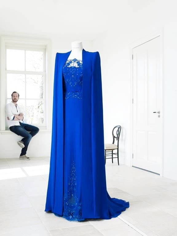 hyshil:  The gorgeous dress and cape our new Queen Maxima wore today. Designed by the amazingly talented Jan Taminiau. (Photo: RVDA)  It looked beautiful!