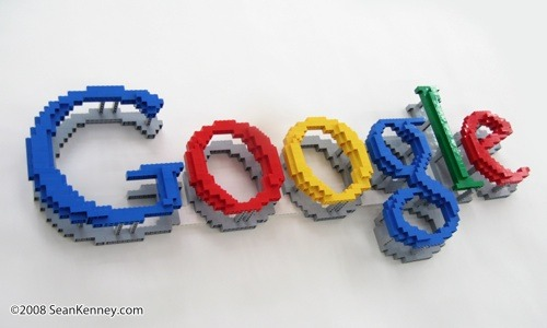 Sean Kenney - Art with LEGO bricks : Google logo (floating)
