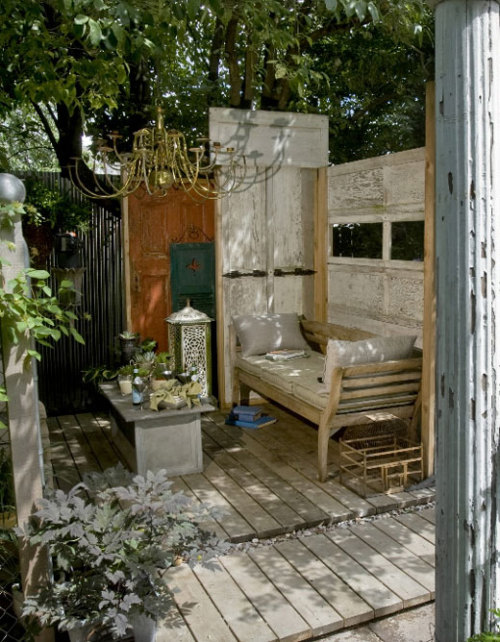 http://www.apartmenttherapy.com/sf/outdoor/an-outdoor-portland-living-room-the-oregonian-092238