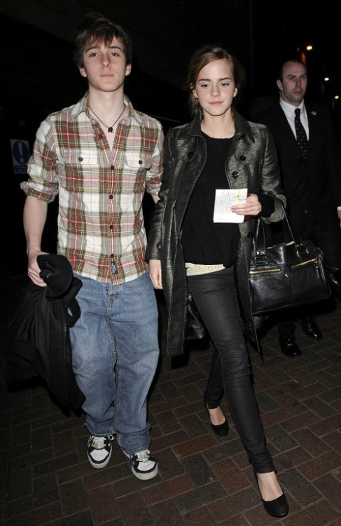 eelesa: Emma Watson and her brother, Alex at the premiere of The Damn United