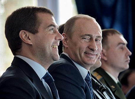 How many times you see Putin laughing? biccchi:  tnoma:petapeta:saitamanodoruji:yaruo:「俺の時代がもうすぐ来る!」     「それは、どうかな?ニヒヒ」