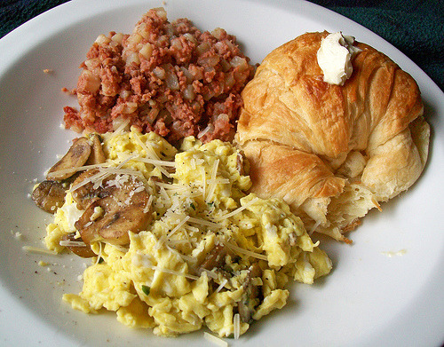 gluttonyisabliss:  (via mooshee85) Corned Beef Hash, Eggs, & Croissant