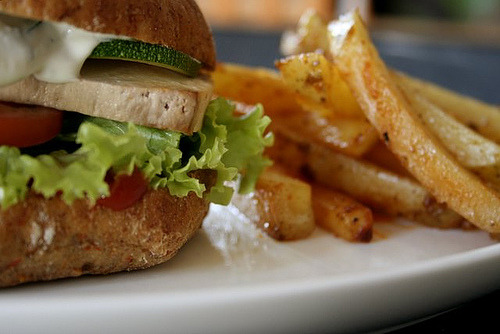 (via Seitti) Tofu burger and home made fries