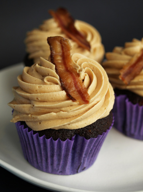(via The Bleeding Heart Bakery) Chocolate peanut butter bacon cupcakes