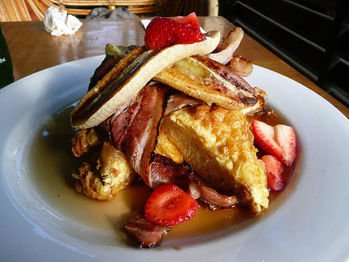 (via the food pornographer) Canadian brioche french toast, bacon, caramelized banana and maple syrup