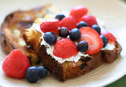 (via chick*pea) Summer Berry Mascarpone Sandwich