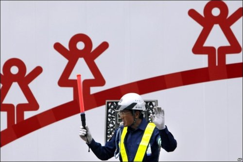 Directing traffic on BBC NEWS | Day in pictures.