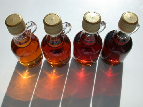 Maple Syrup Grades, from left to right, courtesy the master cleanse site. Vermont Fancy, light amber color, delicate maple bouquet Grade A Medium Amber, medium amber color, pronounced maple bouquet  Grade A Dark Amber, dark amber color, robust maple bouquet Grade B, darkest color, strong maple bouquet