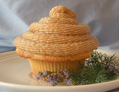 Sweet Buttermilk Cupcake with Peanut Butter Frosting (via haute broccoli)