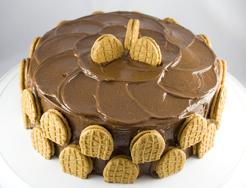 Chocolate Peanut Butter Cake with Nutterbutters (via cpbgallery)