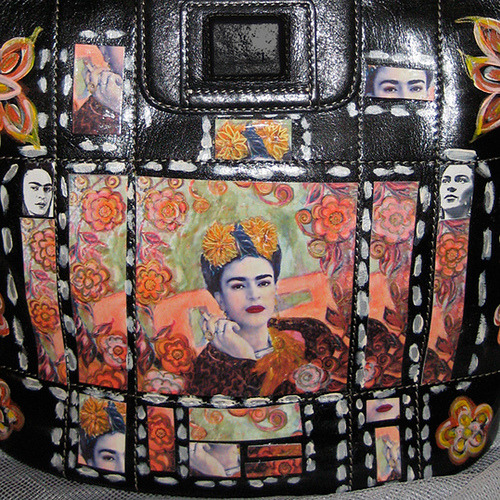 "lalilster:  ""an upcycled leather handbag designed with my own artwork and hand painted with acrylic decorative accents"" Frida purse - Un cigarillo, flores y Frida (via estudiomartita)"
