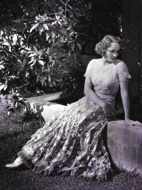 Marlene Dietrich, early '30's. (via)