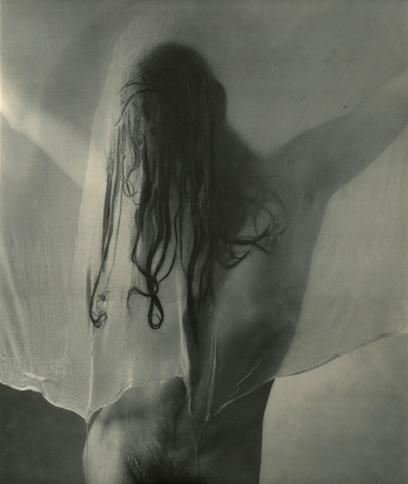 Untitled (nude and wet veil) / a b&w fotograf by Václav Jirásek, 2000