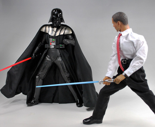 Obama VS. Darth Vader (via gamu-toys)
