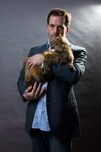 annahatesbananas:  GREGORY HOUSE IS TEAM CAT YOUR ARGUMENT IS INVALID