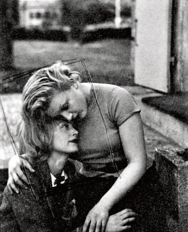 in-circles: Nusch et Sonia, 1936. Man Ray