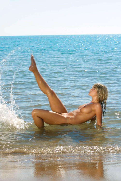 Beauty at the Seaside (nsfw)