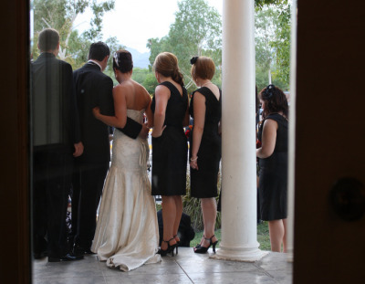 Sunday, 5:30p.m. Tucson, Arizona. I wonder who's getting married next…  (Je pense qu'il est moi.)