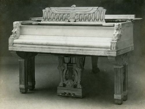 janitoroflunacy: Steinway 1908 I've known that pianos rule ever since I first laid my dirty paws on one of them, but I had no idea whatsoever that they used to rule in such a flamboyant Egyptian way.