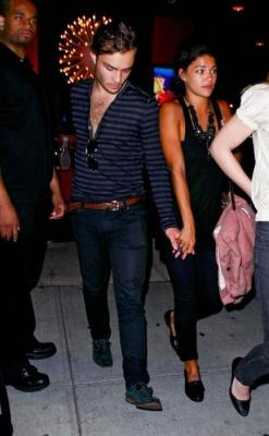 grayskymorning:  fuckyeahollywood: Ed Westwick and Jessica Szohr two beautiful people