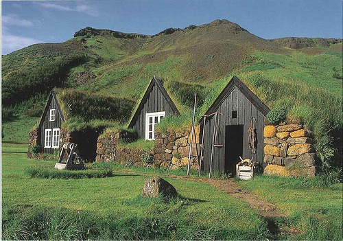 "joinakibbutz:  permatech:  ""The Icelandic turf house was the product of a difficult climate, offering superior insulation compared to buildings solely made of wood or stone. And the relative difficulty in obtaining other construction materials in sufficient quantities."" via hardcandyystrikeattheroot bezbikesbooks circlethatari majordanger"