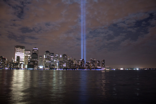 stevienyc:  Gorgeous photo remembering 9.11