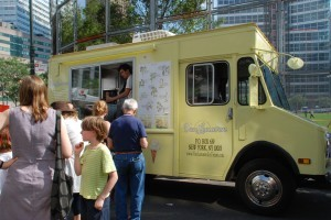 Van Leeuwen Ice Cream Truck (via food and things) http://www.foodandthings.com/2009/05/food-trucks-and-new-york-and-twitter/