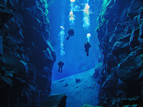 Divers in Silfra by stebbisveins Silfra, Thingvellir National Park, Iceland Via handa:j-p-g