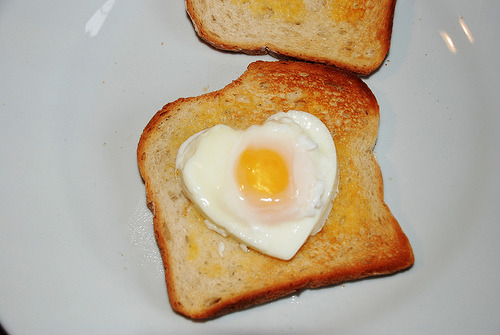 (via kittensgotclaws, milkteef) this toast looks delicious.