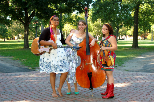 keikofiddle: Black River Belles, one of Oberlin's most amazing bands. Beautiful bluegrass.  The Belles are Helena Thompson (guitar), Sara Sasaki (fiddle), and Erin Lobb (bass)… and they're playing at Agave tonight! For more information, they've got a new website and some gorgeous photos by Ma'ayan Plaut '10.