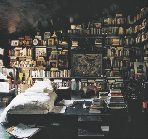 thousandflowerettes: (via bookshelves) Perfect Interior of the Day VI