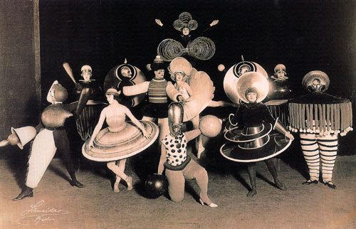 iateabee:  Bauhaus costumes by Oskar Schlemmer, for the Triadic Ballet. (Via artsandcrafts.)