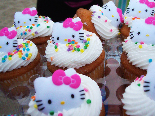 I hope someone makes these for my next bday. meepoustimes: jessnha:hallofmirrors: