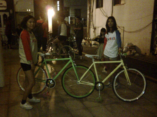 Fixie chicks charikichi: Fixed Gear Girls ::