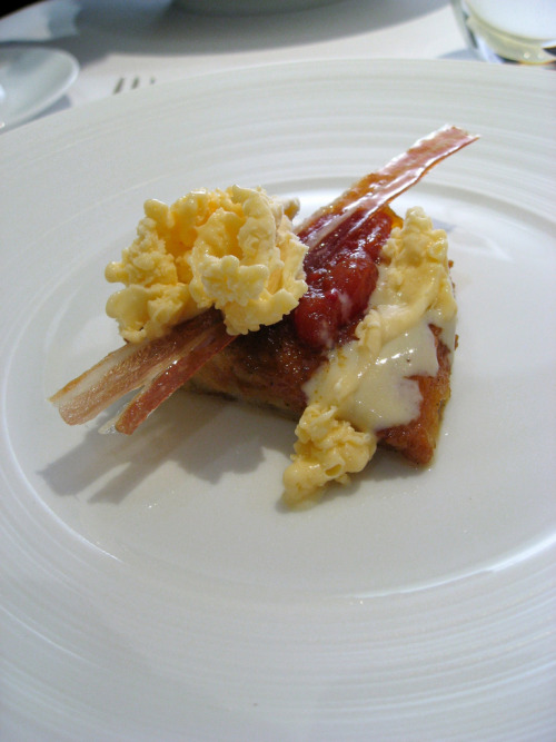 Nitro-Scrambled Egg and Bacon Custard Toast Bacon-infused double-yolk custard served on a slice of slightly runny maple-infused French toast brioche with tomato jam and garnishd with candied prosciutto. By Chef Heston Blumenthal WOW photo by Sifu Renka via muffin-man