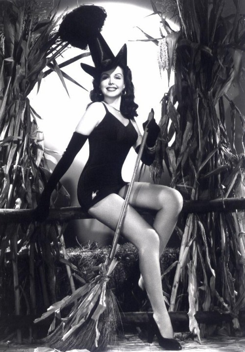 Ann Miller all gussied up