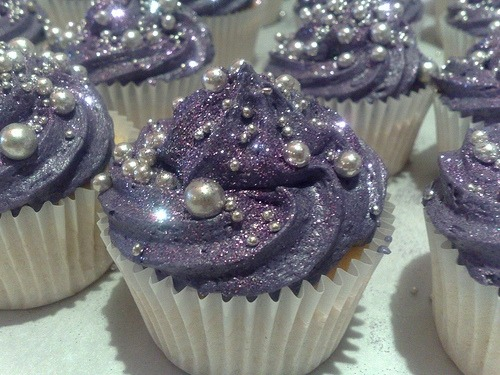 Glittery goodness…. I should have gone to culinary school…  decoratecakes:  edible glitter, best thing ever invented!