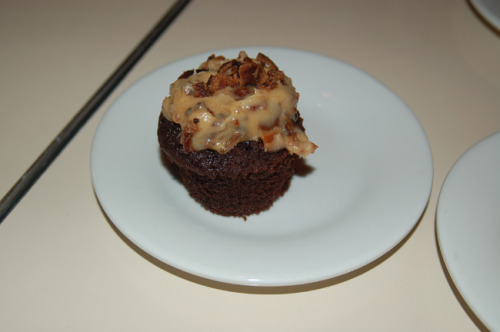 Chocolate Cupcake with Peanut Butter & Bacon Frosting Well done. from dontcallitacomeback