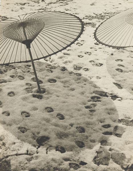 tartanspartan:  Snow with Umbrellas — Shikanosuke Yagaki, 1930s