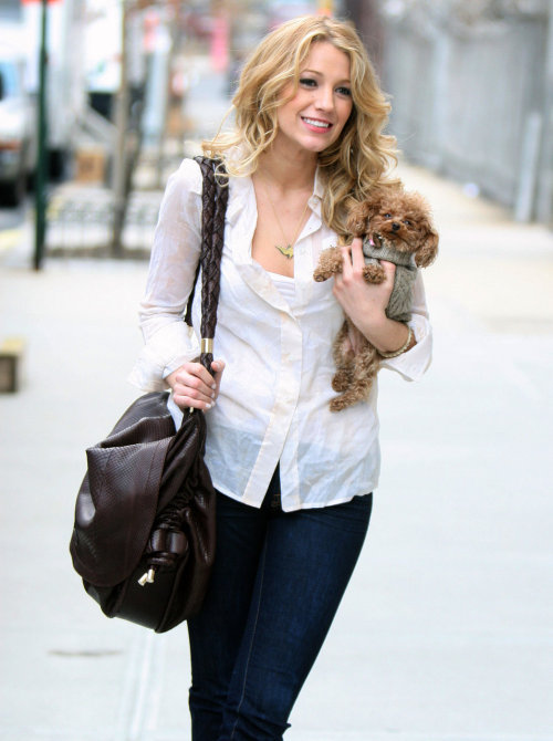 meesters:  Blake Lively on the set of GG, March 2008.  WHY SO GORGEOUS.