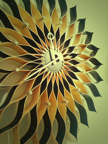 DWR Sunflower clock (designed by George Nelson in the 1950s) (photograph via Narisa)