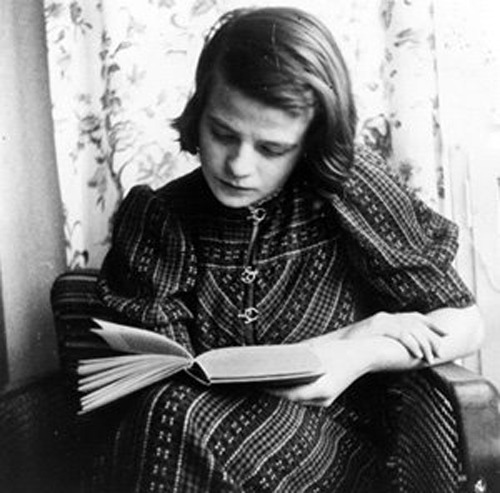 womenreading:  bradkim:  Sophie Magdalena Scholl (1921 - 1943) was a university student and an anti-Nazi activist within the White Rose resistance group during the Third Reich. She was convicted of high treason and promptly executed at age of 21 after having been found distributing anti-war leaflets in Munich.