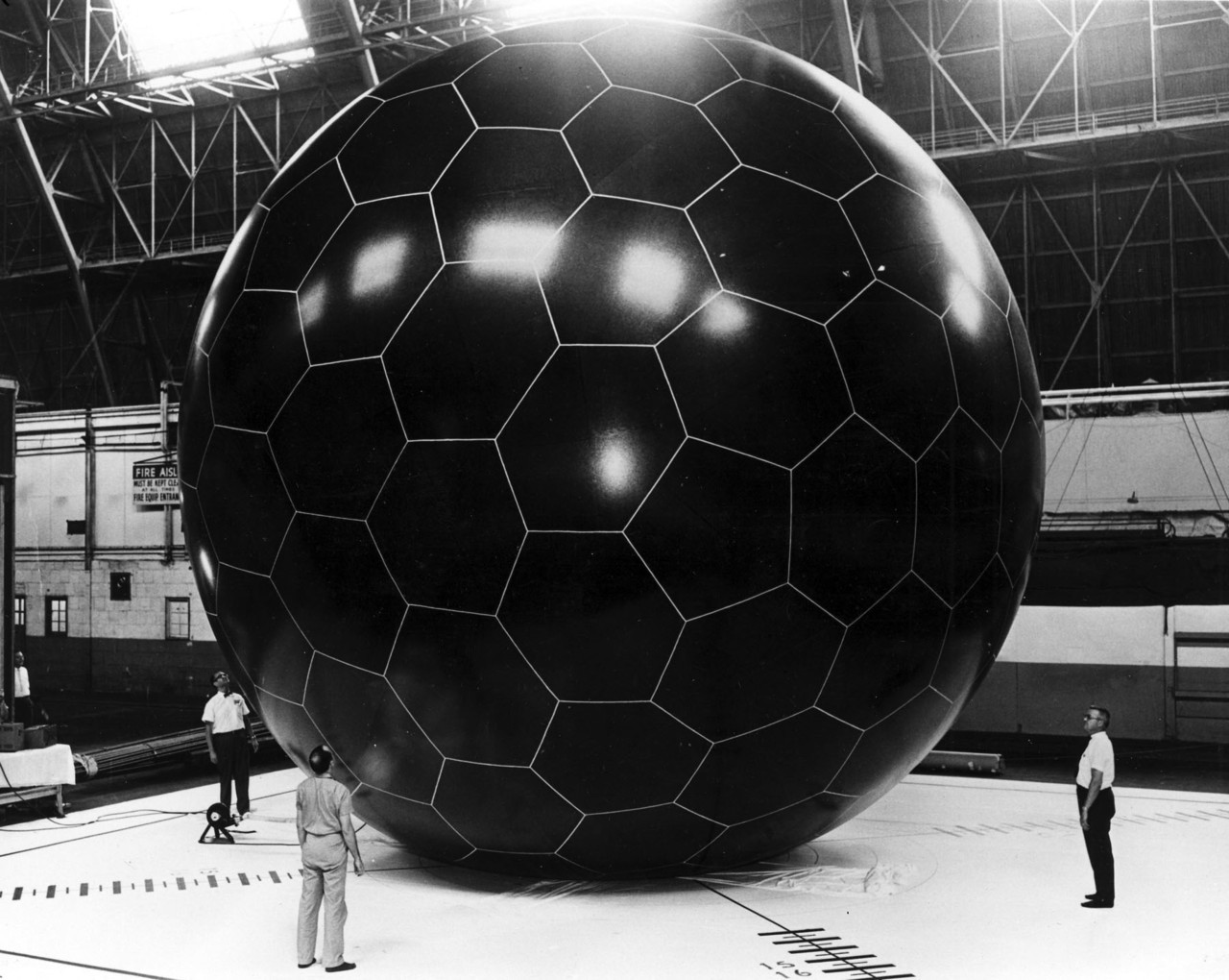 jtotheizzoe:  freshphotons:  melisaki:  NASA ECHO I grid sphere passive comms satellite, 1966    This is the most awkward soccer game I've ever seen.