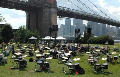 Boredrums, 77 drummers under the Brooklyn bridge!