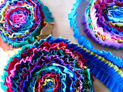 whatannaloves:  crepe paper with a stich