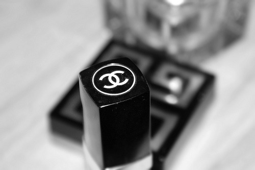 black-and-white: Chanel (via Princess.Noor')