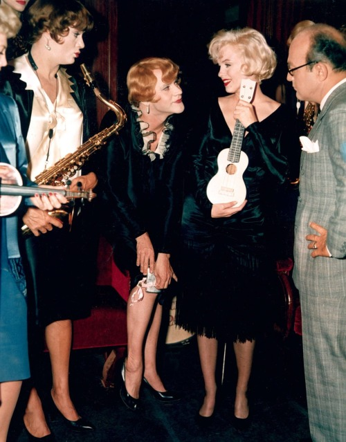 Marilyn Monroe, photographed with Tony  Curtis, Jack Lemmon, & Billy Wilder on the set of Some Like It Hot (1959, dir. Billy Wilder) (via  drmacro)