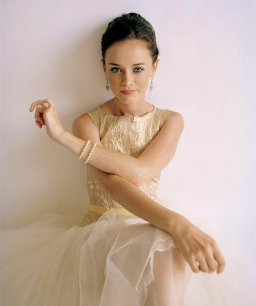 tinywhitedaisies:  twobluebirds:  She will always be Rory Gilmore!  (via queenofthewildfrontier)